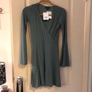 NWT Topshop bell sleeved dress